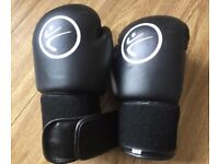 Black & Red Pair of 10oz Boxing Gloves Good Condition Can Deliver Locally for £5