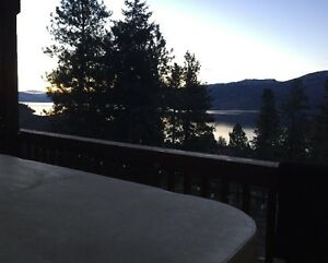 Peachland self contained suite - dog friendly - hot tub - garden