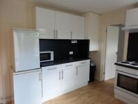 1 bedroom with en suite to let in a 2 bed ground floor flat near uni and city centre