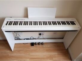 Roland FP30 White Digital Piano + Stand