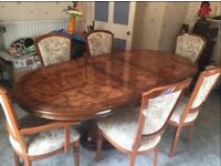 Beautiful dining room table with 6 chairs (2 end carvers)