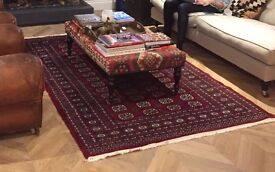 Beautiful authentic vintage Persian rug in excellent condition