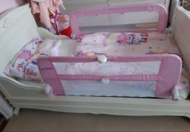 Toddler child's bed & matching storage chest