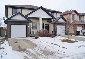 Fully Landscaped & Fenced Half Duplex in Spruce Grove- $272,000!