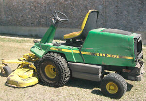JOHN DEERE MODEL 725 RIDING MOWER