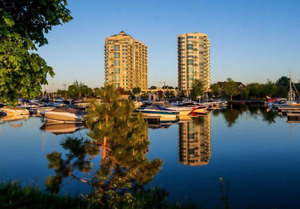 Barrie Waterfront Condo with panoramic view