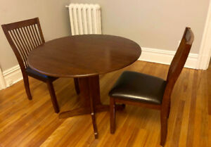 3 Piece Dinette from Lounsbury- Dark Brown- Good Condition