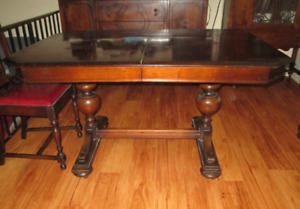 1920-40s Black Walnut Antique Dinning Room Suite