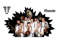 Das brass is looking a trumpet band member