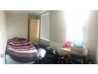 1 Spare Room - Kensington - Sharing with 4 sound lads
