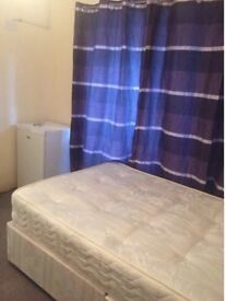 Studio flat for a single person only available now in Balaam street