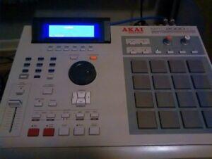 Akai MPC 2000XL with 8 outputs. 32mb, internal zip, MINT
