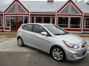 2013 Hyundai Accent SE 5DR HATCHBACK SUNROOF HTD SEATS!! BLUETOO