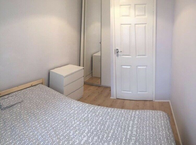 Small Double Room available near Golders green