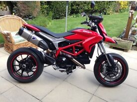 Ducati HYPERMOTARD 2014 stunning condition only covered 4800mile Genuine UK bike from Ducati Leeds.
