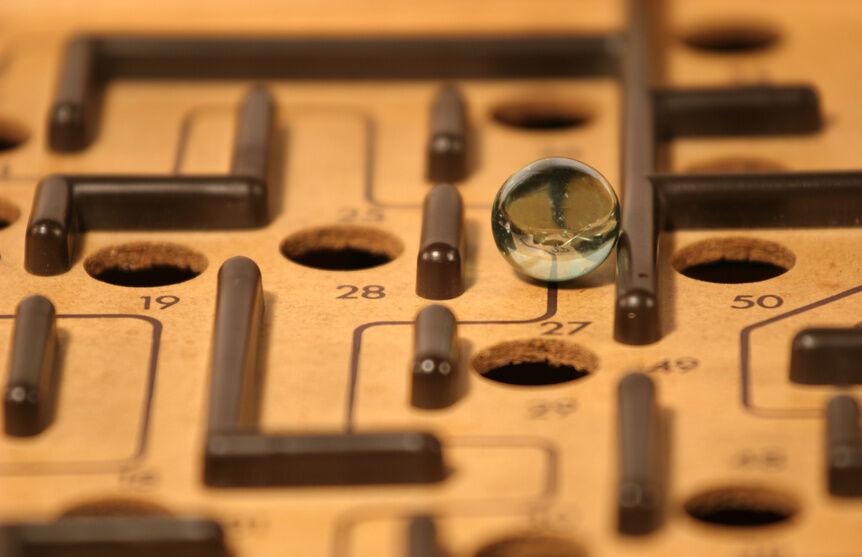 Geschicklichkeitsspiele aus Holz: Das Kugel-Labyrinth