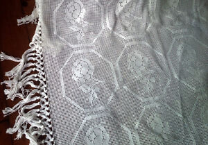 Beautiful Vintage Crocheted or Tatted Bedspread Kitchener / Waterloo Kitchener Area image 4