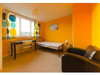 Two double bedrooms available in a flat in a great location.