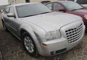 2005 Chrysler 300 (great condition)