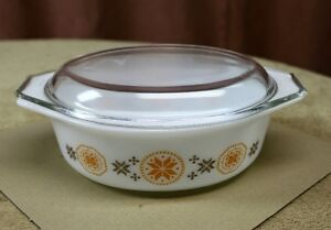 """Pyrex ""Town & Country"" Oval Casserole & Lid 1963 1 1/2qts."