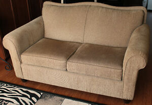 Couch... 2 seater -- Sofa 2 places