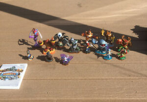 Skylanders Giants for the Wii (characters,storage box, stand)
