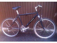 """Mens Trek 20"""" Frame Front Suspension Mountain Bike – Good Working Condition + Ready to Ride!"""