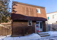 Fantastic 3 bed/2 bath South Keys townhome with parking space!