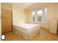 Huge double/twin room available now in Stratford -
