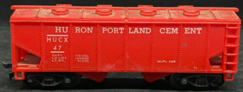 MARX: Huron PORTLAND CEMENT HUCX #47. Red Covered HOPPER. HO SCALE. VINTAGE
