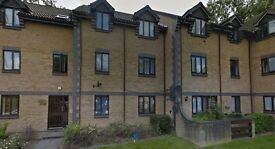 Two bedroom first floor flat located in quiet cul-de-sac near Colindale Station - Available