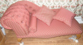 CHAISE LONGUE UNUSED, PETITE with QUEEN ANNE LEGS.