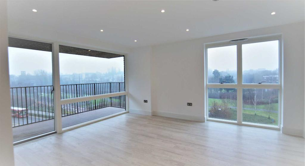 2 bedroom flat in Abbotsford Court, Lakeside Drive, Park Royal