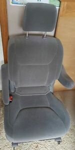 Toyota Sienna middle bucket seats in good condition.