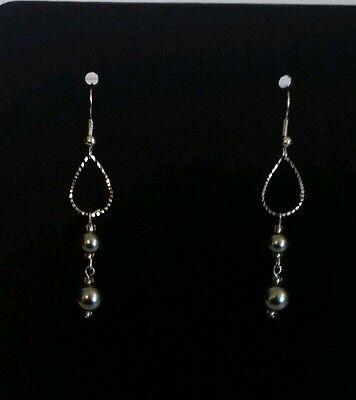 fish hook Piereced earrings silvertone glass bead  (Glass Bead Fish Hook Earrings)