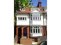 1 bedroom flat in Dene Road, Guildford, GU1 (1 bed)