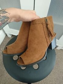 New Womens Tan Peeptoe Sling Back Shoe size 4/37