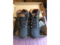 Brand New Boxed Genuine Timberland Boots Size 4 Navy