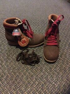 Brand new royal canadian grizzleez woman's winter boots