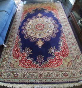 Beautiful 100% wool area rug like new condition 2*3 m or 6.6*9.6
