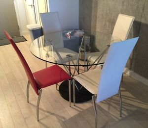STRUCTURE - EXCELLENT CONDITION COFFEE TABLE AND CHAIR SET