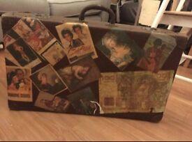 Vintage Travel Suitcase - classic design