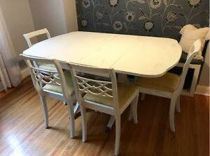 White Duncan Phyfe style clawfoot dinning table set