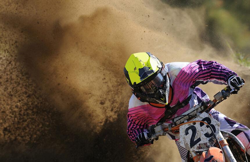 Welche Ausrüstung benötigt man zum Motocross?