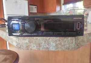 Radio  Bluetooth sans mécanique d'Alpine avec comm. iPod