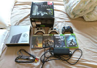 XBOX 360 CONSOLE (Halo Reach Edition) 3 controllers + games!