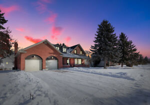 POWER OF SALE -  LARGE HOME + LOT BARRHAVEN - MUST SEE