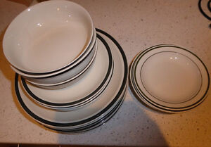 6 dinner plates, 4 dessert plates, 3 bowl plus a few extras