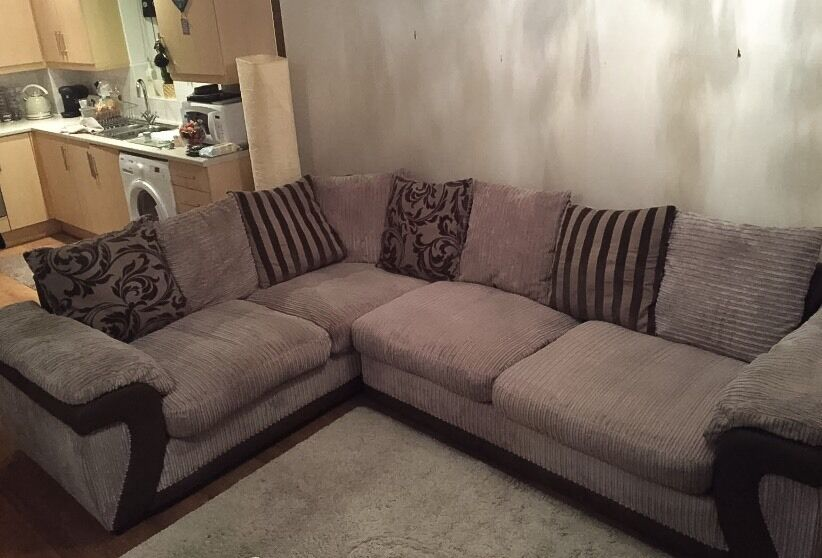 Large Hallow DFS Corner Fabric Sofa In Good Condition
