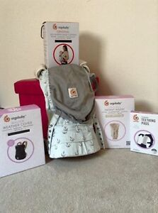 Ergo baby carrier with all the Ergo accessories!